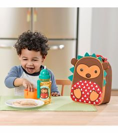 Skip Hop hedgehog zoo kids insulated lunchie bag back to school Little Boy And Girl, Mom And Baby, Boy Or Girl, Kids Lunch Bags, Lunch Box, Skip Hop Zoo, Insulated Lunch Bags, Cool Backpacks, Baby Online