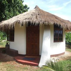 Are you looking for a DIY construction technique for building an affordable earthquake-, flood-, and bullet-resistant home? Look no further. Building A Shed, Green Building, Natural Building, Super Adobe, Earth Bag Homes, Adobe House, Cost To Build, Tadelakt, Green Architecture