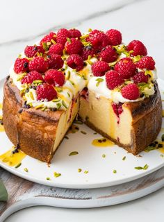9 Tasty Cheesecake Recipes for Your Dessert Bliss No Bake Desserts, Just Desserts, Delicious Desserts, Dessert Recipes, Yummy Food, Fancy Cake, Passionfruit Cheesecake, Passionfruit Recipes, Gastronomia
