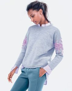 The decor on sleeves / Hudi, svitshoty and sweatshirts: decor ideas / SECOND STREET