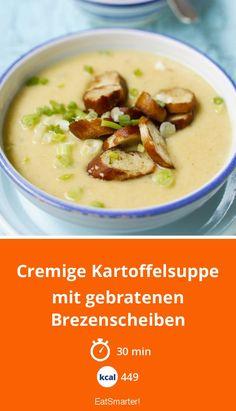 Cremige Kartoffelsuppe mit gebratenen Brezenscheiben - kalorienarm - einfaches Gericht - So gesund ist das Rezept: 7,4/10 | Eine Rezeptidee von EAT SMARTER | Brezel, Braten, Gemüse, Creme, Cremesuppe, Suppen, Hausmannskost, Wurzelgemüse, Zwiebelgemüse, Vegetarisch #gemüsesuppe #gesunderezepte