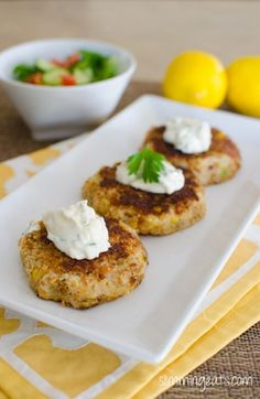 Slimming Eats Crab Cakes - Slimming World and Weight Watchers friendly Slimming World Dinners, Slimming Eats, Slimming World Recipes, Wrap Recipes, Other Recipes, Lunch Recipes, Low Carb Brasil, Crab Cakes, Fish Dishes