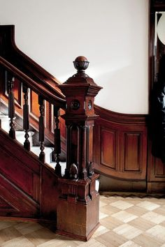 Victorian staircase in a Brooklyn Brownstone Victorian Interiors, Victorian Decor, Victorian Architecture, Victorian Homes, Architecture Details, Vintage Homes, Classical Architecture, Brooklyn Brownstone, Newel Posts