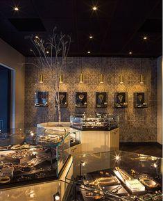 High end creative jewelry shop design Jewellery Shop Design, Jewellery Showroom, Jewellery Display, Jewelry Shop, Showroom Interior Design, Shop Facade, Mandalas Drawing, Jewelry Showcases, Coffee Design