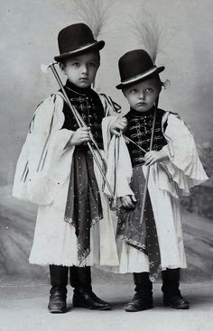 Budapest - by Schmidt Ede - Hungary Vintage Postcards, Vintage Images, Vintage Kids, Anthropologie, Ethnic Dress, Budapest Hungary, My Heritage, Folk Costume, Pretty Eyes