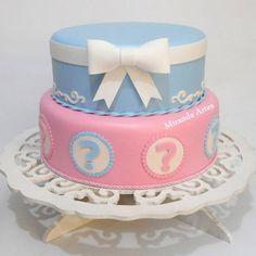 Bolo fake de e.v.a chá revelação Baby Cakes, Baby Shower Cakes, Baby Reveal Cakes, Gender Reveal Party Games, Gender Reveal Decorations, Reveal Parties, Bolo Diy, Bolo Fake, Quinceanera Cakes