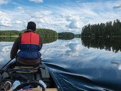 """Uusi retkeilyvuosi on käsillä, ja talven viileydessä on aika alkaa suunnitella tulevia reissuja. Inspiraatiota siivittämään listasimme 10 erilaista retkipaikkaa ympäri maan. Paikat ovat lukijoidemme suosikkeja, monessako olet itse jo käynyt? Nappaa loput kohdelistallesi alkavalle vuodelle! Pyhä-Nattanen, Sodankylä  Kuva: Metsien kätkemä / Yle Tarujen tunturi, jonka huipulla kivitoorit valvovat ikiaikaista erämaamaisemaa kuin jättiläiset. """"Niiden korkeilla harjoilla asuivat entiset v..."""