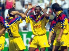 Omam Biyik en tiempos de grandes goles y la Macarena