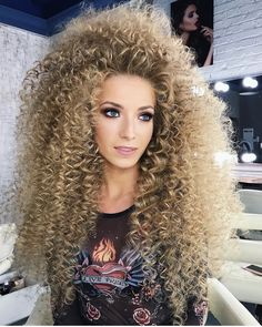 Really Curly Hair, Curly Hair Types, Blonde Curly Hair, Short Curly Hairstyles For Women, Permed Hairstyles, Big Hair Curls, 1980s Hair, Natural Hair Styles, Long Hair Styles