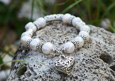 naramok-lasky-riecne-perly-srdiecko-detail Buddha, Beaded Bracelets, Detail, Jewelry, Fashion, Moda, Jewlery, Jewerly, Fashion Styles