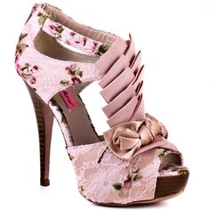 Adore these Betsey Johnson shoes.