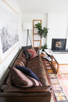 Tips That Help You Get The Best Leather Sofa Deal. Leather sofas and leather couch sets are available in a diversity of colors and styles. A leather couch is the ideal way to improve a space's design and th My Living Room, Home And Living, Living Room Decor, Living Spaces, Dining Room, Ethnic Living Room, Small Living, Home Modern, Midcentury Modern