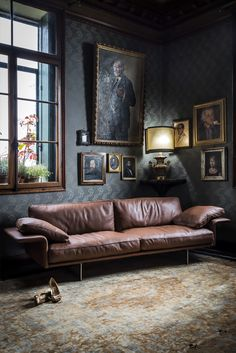 Large Leather Contemporary Italian Sofa at Juliettes Interiors. Inexpensive Furniture, Cheap Furniture, Furniture Outlet, Modern Furniture, Sofa Furniture, Living Room Furniture, Latest Sofa Set Designs, Luxury Furniture Stores, Italian Sofa