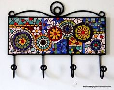 Resultado de imagen para perchero mosaiquismo Mosaic Tray, Mosaic Glass, Mosaic Tiles, Fused Glass Art, Stained Glass, Mosaic Artwork, Mosaic Wall Art, Mosaic Crafts, Mosaic Projects