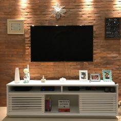 Rack para sala pequena: 65 ideias para decorar o ambiente com conforto Rack Design, New Homes, Interior Design, Small Rooms, Home, Living Room Tv, Drawing Room Ceiling Design, Living Room Tv Unit, Home Decor