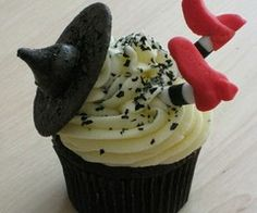 Food and Yumminess! / Wicked Witch Cupcakes