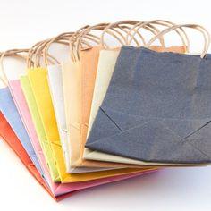 petits sacs en papier népalais avec des anses en chanvre