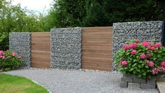 Awesome Modern Fence Design If people say that wooden fences are customizable, they really want it! You might be surprised to see how many different and unique fence designs are there! Backyard Fences, Garden Fencing, Backyard Landscaping, Garden Beds, Modern Fence Design, Modern Pergola, Diy Pergola, Gabion Wall, Gabion Fence