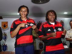 Com ex-jogadoras da Seleção, Flamengo apresenta time feminino #globoesporte