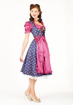 Love the vintage inspired hair partnered with a cute dirndl outfit. #dirndl #German #Austrian #traditional #folk #costume #dress #tracht #vintage