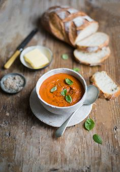 A delicious and indulgent creamy roasted tomato soup recipe #vegetarian #soup #recipe