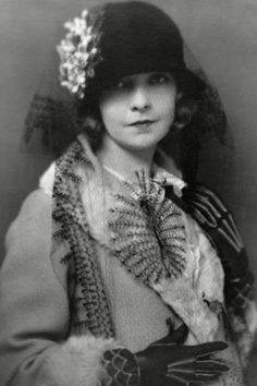 Style icons of the 1920s - Lillian Gish  Known as the First Lady of American Cinema, Lillian Gish's performances were among the most iconic of the silent era. She was a frequent cover star and despite the emergence of short hair styles, Gish is best remembered for her long, flowing locks.
