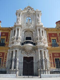 El Palacio de San Telmo, en Sevilla, es uno de los edificios emblemáticos de la arquitectura barroca sevillana / The San Telmo Palace is one of the emblematic buildings of baroque architecture in Seville