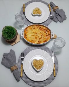 Table Setting Etiquette, Comida Picnic, Dinner For Two, Food Decoration, Romantic Dinners, Dining Table In Kitchen, Kitchen Items, Food Presentation, Easy Cooking