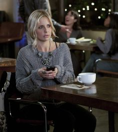 Gosh I love the show Ringer. Probably my favorite show right now. Plus omg SMG's style!