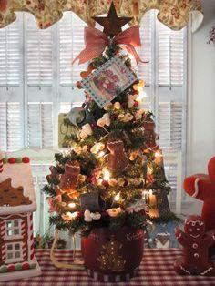 Gingerbread men X-mas Tree....so cute!