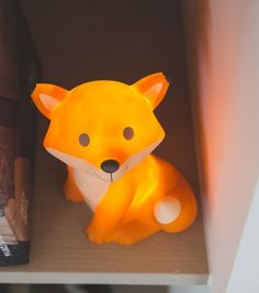 Aaaawww, I want that. When is one too old for a night light? Anyway, I buy for the little lord. Fluorescent fox, night light, … - ALL ABOUT Mood Light, Led Night Light, Baby Bedroom, Kids Bedroom, Fuchs Baby, Fox Boy, Castle Bed, Kids Lighting, Kids Corner