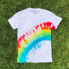How to Tie Dye Rainbow Arch to tie dye shirts pattern Tie Dye Tutorial, Tie Dye Instructions, Tye And Dye, How To Tie Dye, How To Make, Rainbow Tie Dye Shirt, Ty Dye, Diy Tie Dye Shirts, Tie Dye Crafts