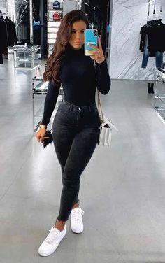 Básica e cool no inverno: 10 propostas de looks - Blusa preta de manga, blusa de gola alta, calça skinny preta, tênis branco, bolsa branca de corrente Source by lillykayajogalitzki ideas ideen ideen männer Basic Outfits, Cute Casual Outfits, Simple Outfits, Stylish Outfits, Cute All Black Outfits, Jean Outfits, Cute Outfits With Jeans, Cool Outfits For Girls, First Date Outfit Casual