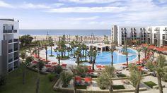 Royal Atlas -hotellin marokkolaiseen tyyliin sisustetut oleskelutilat ovat avaria ja huoneet viihtyisiä. Tasokkaalla spa-osastolla on hemmottelevien hoitojen lisäksi myös kuntosali, sisä- ja poreallas ja saunoja. Hotellin ja rannan välissä on vilkas kävelykatu. #Agadir