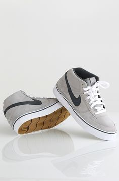 Nike 6.0 Mavrk Mid 2 kengät Medium Grey/Anthracite-White 89,90 € www.dropinmarket.com