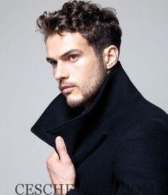 La nouvelle saison d'hiver nous apporte ces jours pour vous montrer les tendances qui sont de meilleures coupes de cheveux pour les hommes d'hiver 2016 et cette fois