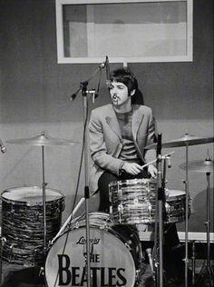 "PAUL MCCARTNEY ""ON RINGO'S LUDWIG DRUM SET"" 1967"