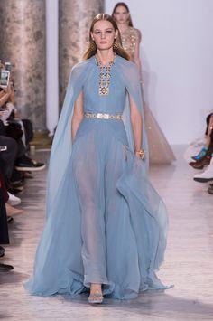 Egito nos anos 40 inspira a alta-costura de Elie Saab - Vogue   Desfiles