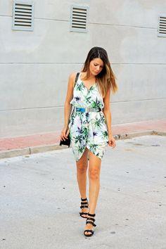 http://www.100vestidos.com/2015/07/vestidos-panuelo.html