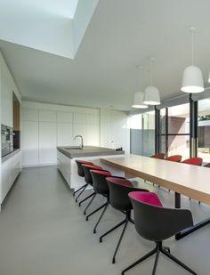 Een grandioze villa met een knappe E-prestatie! Architect: Block Office (nieuwbouw • modern • eetkamer • vide • gietvloer • keuken)