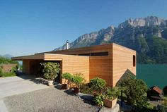 The Wohnhaus Am Walensee project was designed by the Austrian studio K_M Architektur. The house was completed in 2007 and is located in Unterterzen, a small Modern Wooden House, Wooden House Design, Wooden Houses, Timber House, Modern Exterior, Exterior Design, Architecture Résidentielle, Modern Design, House Ideas