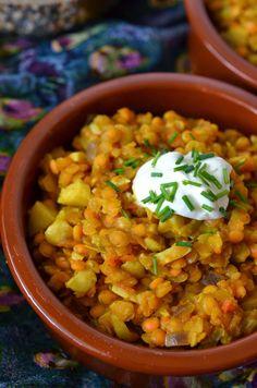 Nachdem ich Anfang des Jahres – wie ich Euch schon hier berichtet habe – meine Vorliebe für Linsen entdeckt habe, kommen sie n... Beef Curry, Korma, Indian Food Recipes, Healthy Recipes, Ethnic Recipes, Healthy Food, Chana Masala, Palak Paneer, Recipes