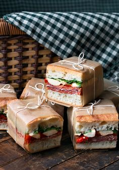 These Picnic Perfect Pressed Italian Picnic Sandwiches are great for Summer eating, whether a BBQ or a picnic. Easy to make ahead and they travel well! Recipe here - Pressed Italian Picnic Sandwiches Picnic Sandwiches, Italian Sandwiches, Mini Sandwich Appetizers, Gourmet Sandwiches, Wrap Sandwiches, Comida Picnic, Good Food, Yummy Food, Le Diner