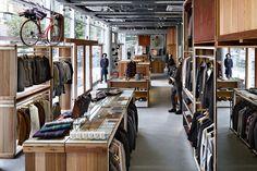 Takeo Kikuchi, abre su nueva tienda emblemática en Tokio.    El diseñador de moda japonés, que se dió a conocer al público en el año 1984, inaugura una tienda que ocupa una ya existente de tres pisos en la animada Dori Meiji, en el distrito comercial de Shibuya.