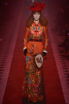 ed14f3035a1c9 See the complete Gucci Spring 2017 Ready-to-Wear collection. Suzy