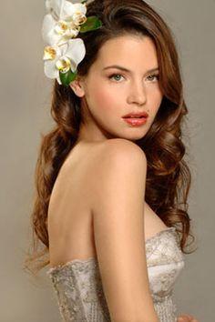 Las flores son una excelente opción para el cabello si tu fiesta es en Primavera-Verano http://missxv.grupopalacio.com.mx/