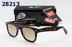 Best Christmas gift guide for your friends sisters or moms! Ray Ban Wayfarer giveaway too!