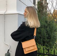 K a j a on caramel bag reklame gifted from hvisk q_agency bag caramel hvisk qagency reklamegifted Messy Hairstyles, Straight Hairstyles, Everyday Hairstyles, Hairstyles Videos, Formal Hairstyles, Cooler Style, Shoulder Length Hair, Dream Hair, Mode Outfits
