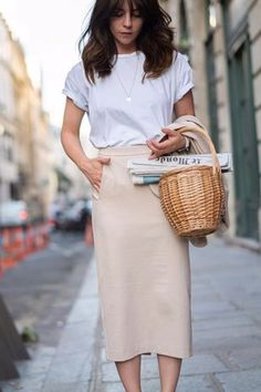 Sep 2019 - Are you looking for effortless minimalist outfit ideas to refresh your spring wardrobe? For no brainer easy mornings, we round up fifteen looks to get you inspired. Trendy Fall Outfits, Spring Outfits, Casual Outfits, Spring Clothes, Casual Wear, Mode Outfits, Fashion Outfits, Fashion Trends, Business Dress