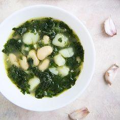 Dzień dobry w piątek 💚  Na blogu znajdziecie przepis na przepyszną zupę czosnkowo-szpinakową z ziemniakami i fasolą. Ależ ona jest dobra… Palak Paneer, Ethnic Recipes, Blog, Instagram, Blogging